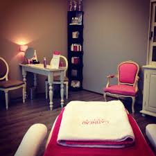 this desk would be great for the nail technician it u0027s warm and