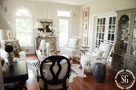 5 easy tips to style a hutch stonegable hutch living room styled wide shot stonegableblog com
