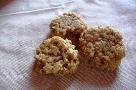 chien cuisiné cuisiner ses propres biscuits pour chiens nourrir chien wamiz