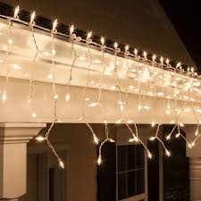 Hanging Christmas Lights In Bedroom by 25 Stylish Icicle Lights Ideas On Pinterest Christmas Icicle