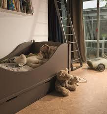 revetement sol chambre revêtement de sol en liège avantages inconvénients photos