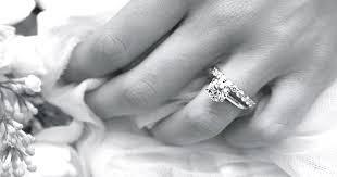 verlobungsringe an welcher so bekommst du den verlobungsring den du dir wünschst