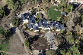 Kris Jenner Live - kris jenner u0027s moves out of her own home and into condo so kim