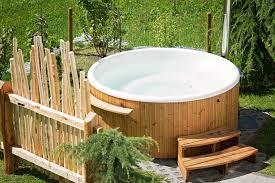 spa d exterieur bois l u0027installation d u0027un spa dans votre jardin jardin mobilier