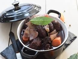 quel vin pour cuisiner boeuf bourguignon bœuf bourguignon facile et pas cher recette sur cuisine actuelle