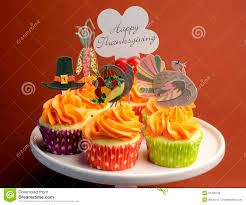 happy thanksgiving decorated cupcakes on pink stand with message