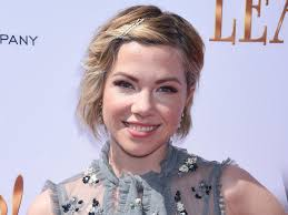 carly rae jepsen hairstyle back carly rae jepsen is back and looks so different with short blonde hair