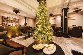 Christmas Decorations Shops In Melbourne by Best Christmas Hotels For Spending The Holidays In Nyc