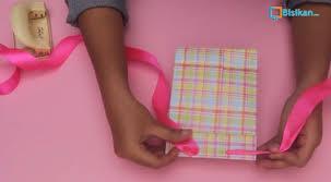 tutorial membungkus kado simple membungkus kado paper bag