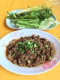 cuisine thailandaise traditionnelle salade épicée de boeuf de cuisine thaïlandaise larb nourriture