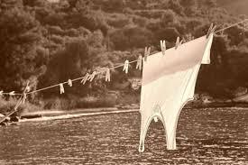 Comment enlever une tache deau de javel sur un vêtement