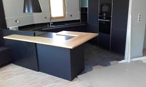 cuisine gris foncé cuisine moderne gris anthracite mat et bois massif