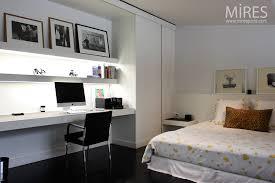 bureau dans chambre chambre bureau en noir et blanc c0750 mires