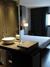 chambre a barcelone salle de bain ouverte sur chambre picture of ac hotel sants