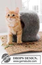 knitting pattern cat cave the cat cave felted house and balls for your cat knitted in drops
