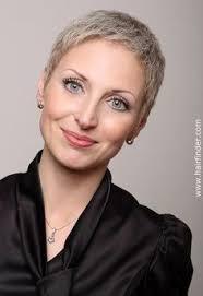 Kurzhaarfrisuren Weiblich by Judi Dench Silver Kurze Haare