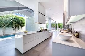 cuisine blanche moderne cuisine moderne blanche sans poignee maison d architecte