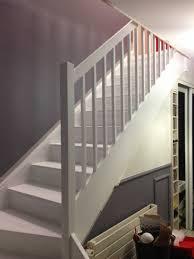 escalier peint 2 couleurs restaurer un escalier bois affordable agrandir etape un coup with