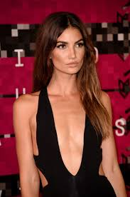sleek hair versus wavy hair at the mtv vma awards vogue