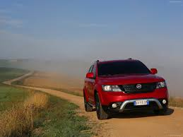 fiat freemont 2017 fiat freemont cross photos photogallery with 81 pics carsbase com