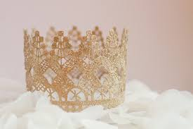 crown cake toppers crown cake toppers trend alert get the look savvy bridal