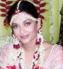 wedding flowers jewellery gajra goes famously well with silk sarees and wedding lehenga