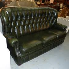 canap cuir chesterfield canape cuir vert de style chesterfield 2 places la salle des