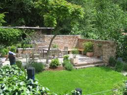Haus Und Garten Ideen Terrassensitzplatz Mit Ziegelmauer Garten Pinterest Gärten