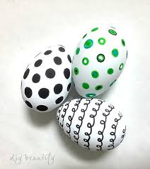Decorating Easter Eggs With Markers by Graphic Eggs In Painted Cabinet Diy Beautify