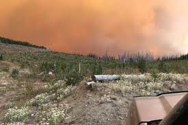 Wildfire Fighting Canada by Massive Us Wildfire Crosses Into Canada And Growing Rapidly