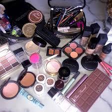 ariana grande u0027s makeup artist shares how to make your foundation