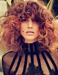 cheveux bouclã s coupe cheveux bouclés frange automne hiver 2016 cheveux bouclés