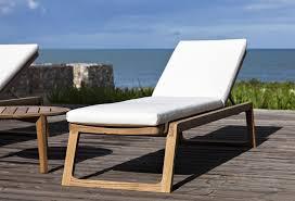 chaise longue ext rieur chaise longue réglable extérieur diuna teck design ikonik oasiq