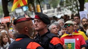 unabhängigkeitsreferendum katalanischer polizeichef ordnet