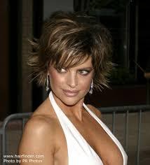 lisa rinnas hairdresser lisa rinna short chopped haircut with the ends pointing in all