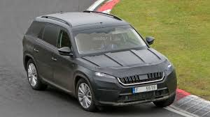 skoda kodiaq 2017 2017 skoda kodiaq at the nurburgring motor1 com photos