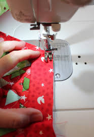 a bright corner binding tutorial for quilted christmas tree skirt
