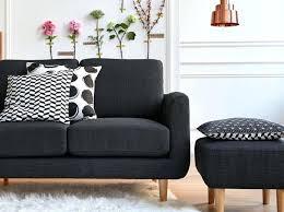 relooker un canapé en cuir recouvrir canape un plaid blanc epais relooke deco casa comment