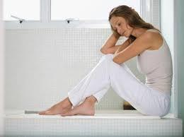istri yang khawatir karena selalu gagal saat berhubungan intim