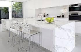 plan de travail cuisine marbre plan de travail ceramique facon marbre blanc statuaire neolith