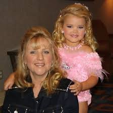 Toddlers And Tiaras Controversies Business Insider - mickie wood mother of controversial child pageant star eden wood