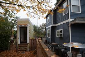 narrowest house in boston 9 famous spite houses built to annoy the neighbors