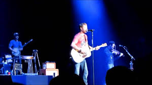 dierks bentley brother dierks bentley with avicii u0027s hey brother live at country2country