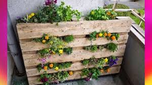 Garden Ideas For Small Spaces Small Space Gardening Ideas Vertical Pallet Keyhole Garden