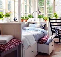 Daybed With Bookcase Headboard 6 Dreamy Daybeds Craft Blog