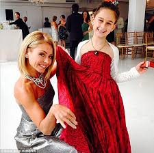 kelly ripa children pictures 2014 kelly ripa parties with husband mark consuelos andy cohen and joan