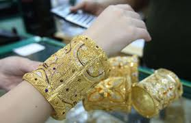 going to india you cannot carry more than 4gm of gold jewellery