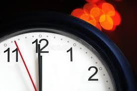 afficher l heure sur le bureau horloge de bureau environ pour afficher le minuit photo stock