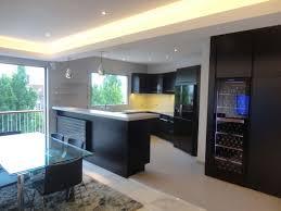cuisine sejour sejour cuisine cuisine ouverte avec verrire et mur brique sur