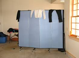 make a changing room with portable dividers u2022 screenflex